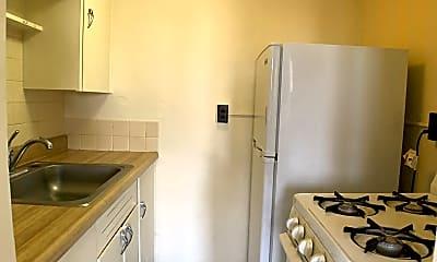 Kitchen, 1941 Courtland Dr, 1