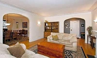 Living Room, 900 Greenwood St, 2