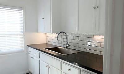 Kitchen, 2344 Chestnut Ave, 1