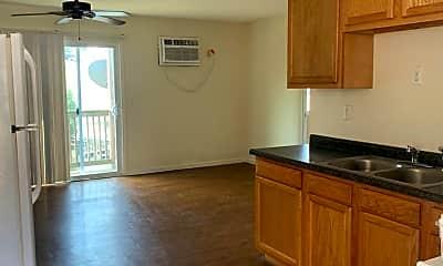 Kitchen, 1153 Links Rd, 1