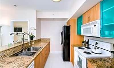Kitchen, 17555 Atlantic Blvd 703, 1
