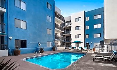 Pool, Vue Hollywood, 1