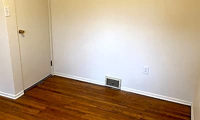 Bedroom, 632 W Poplar St, 2