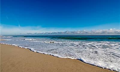 985 Beachcomber Ln, 2