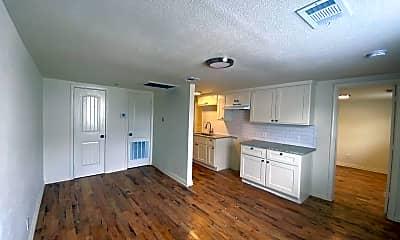Living Room, 935 Harlandale Ave, 1