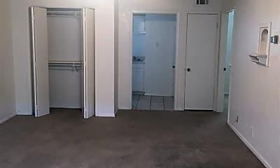 Bedroom, 1400 N Elm St, 1