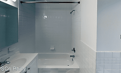 Bathroom, 909 Corinthian Ave, 2