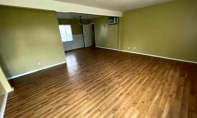Living Room, 515 Corwin Ln, 1