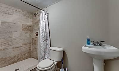 Bathroom, Room for Rent - Live in Riverdale, 2