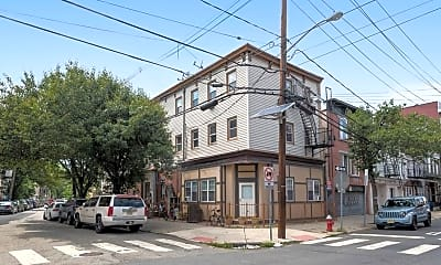 Building, 394 2nd St C, 2
