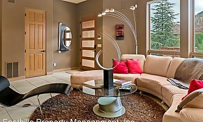 Living Room, 212 Calle Diamante, 1