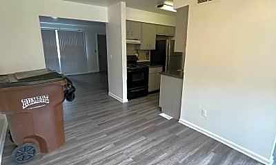 Living Room, 3071 Benchwood Rd, 1