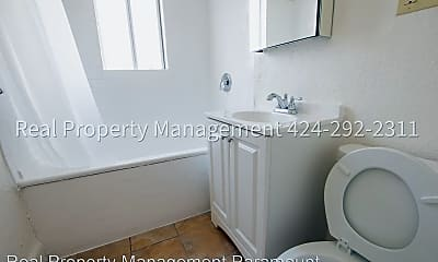 Bathroom, 910 W 41st St, 2