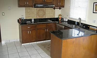 Kitchen, 650 Wyngate Ln, 1