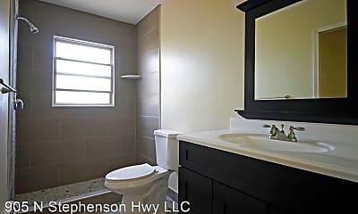 Bathroom, 1105 N Stephenson Hwy, 1