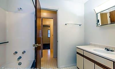 Bathroom, 1711 N Lincoln St, 2