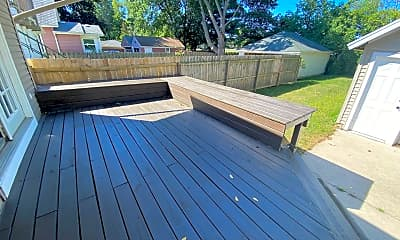 Patio / Deck, 435 N Clemens Ave, 2