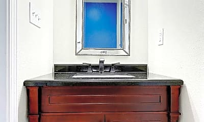 Bathroom, 1600 S Rampart St, 2