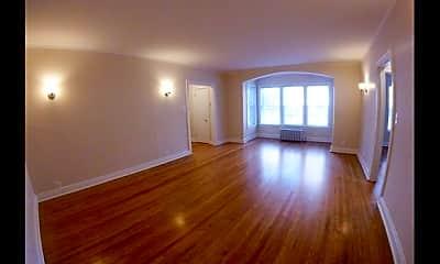 Living Room, 529 W Wellington Ave, 1