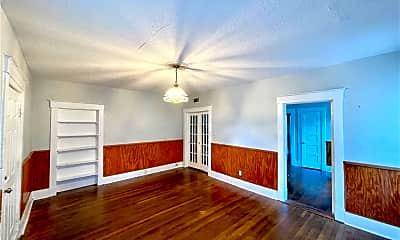 Living Room, 1004 E 33rd St, 1