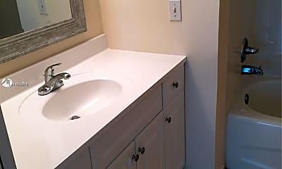 Bathroom, 1900 Van Buren St 501B, 2