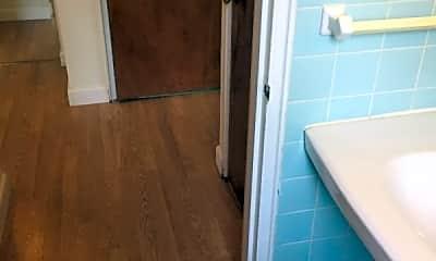 Bathroom, 1014 S Pugh St, 2