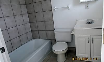 Bathroom, 1517 Gold Ave SE, 2