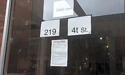 Elliott Apartments, 1