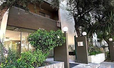Tarzana Courtyard, 2
