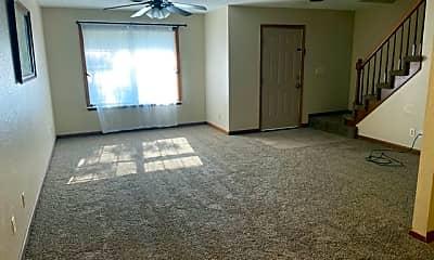 Living Room, 107 N Pindwood Ln, 1