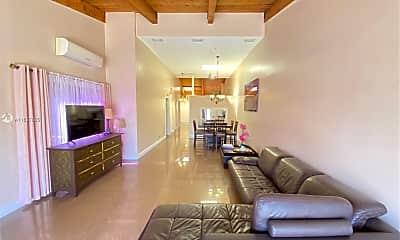 Living Room, 2613 Parkview Dr S, 0