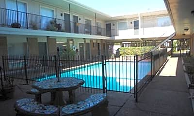 Pool, 601 E 7th St, 1