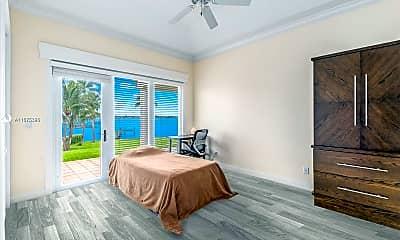 Bedroom, 901 SE Riverside Dr, 2