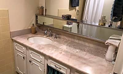 Bathroom, 4401 Roland Ave 402, 2