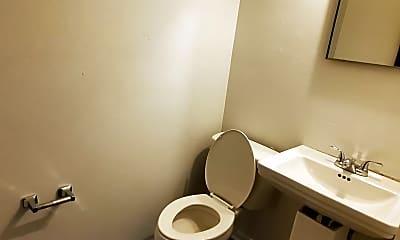 Bathroom, 2300 Shadyside Rd, 1