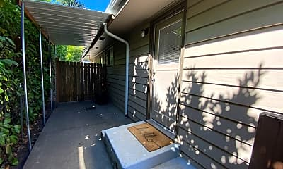 Patio / Deck, 355 Irving Rd, 2