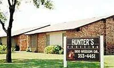 Hunter's Crossing, 0