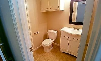 Bathroom, 7135 Kings Dr, 2