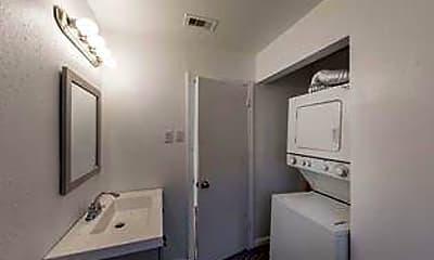 Bathroom, Room for Rent - Houston PadSplit 0.3 miles to bus, 1