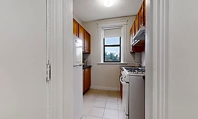 Bathroom, 1148 Commonwealth Ave., #47, 1