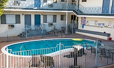 Pool, 2722 Honolulu Ave, 1