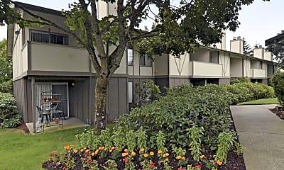 Building, University Commons, 0