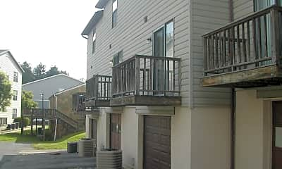Building, 920 Stewart St, 1