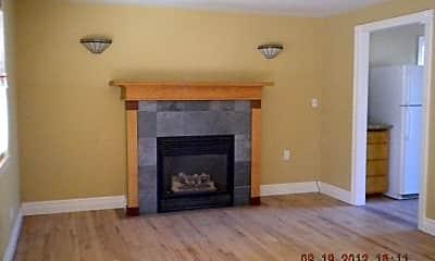 Living Room, 1115 Fairway Dr, 1