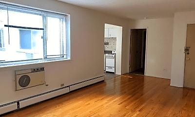 Living Room, 5949 N Kenmore Ave, 0