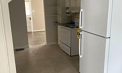 Kitchen, 3207 E Memorial Dr, 1