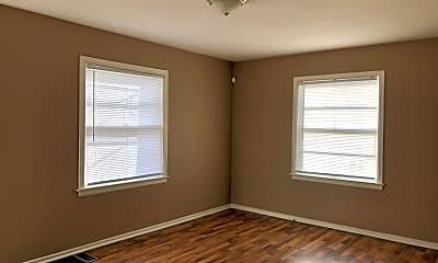 Bedroom, 1535 S Westmoreland Ave, 1