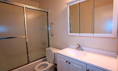 Bathroom, 1400 San Carlos Ave, 2
