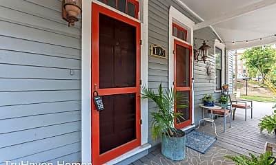 Patio / Deck, 197 Carroll St SE, 1