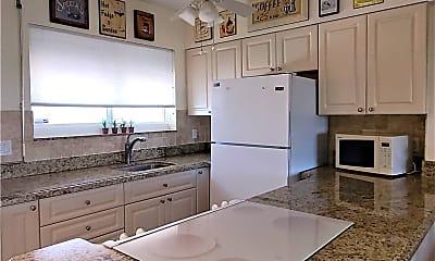 Kitchen, 629 SE 19th Ave 404, 1